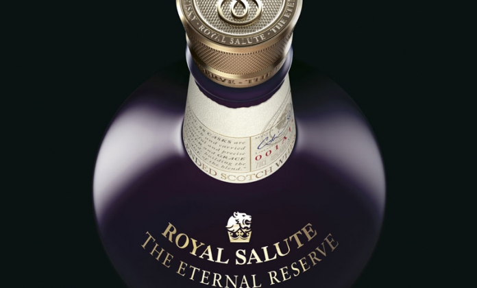 Le nouveau whisky d_exeption de Royal Salute préserve son héritage dans un sublime écrin